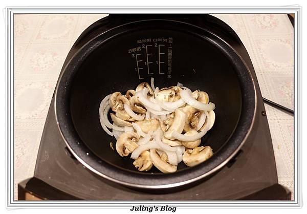 滑蛋蘑菇做法1.JPG