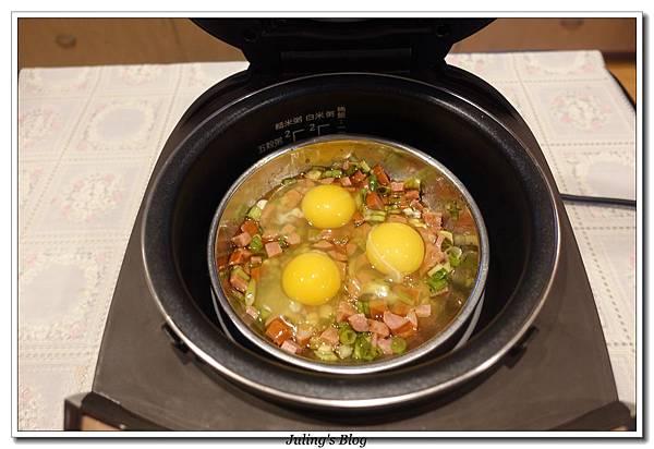 火腿香蔥荷包蛋做法5.JPG