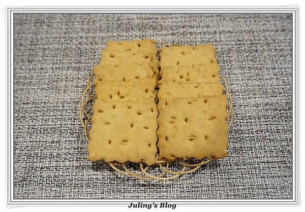 香酥鹹蛋黃餅乾2.JPG