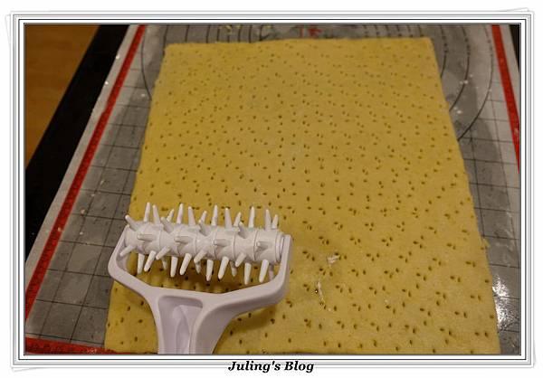 香酥鹹蛋黃餅乾做法18.JPG