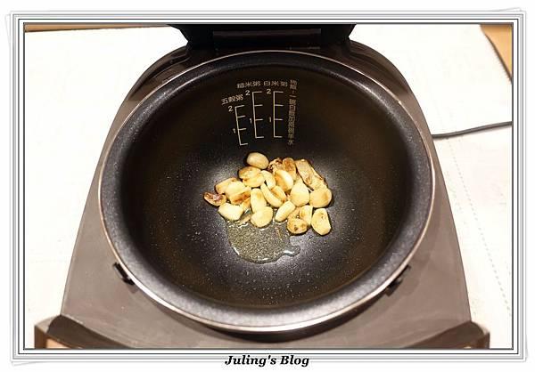 蒜頭雞湯做法4.JPG