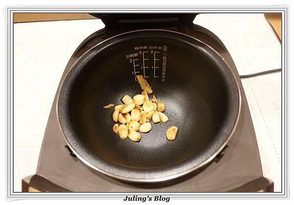 蒜頭雞湯做法6.JPG