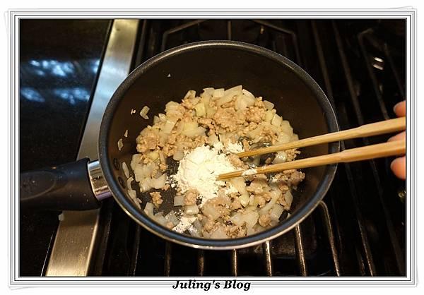 泡麵玉米濃湯做法3.JPG