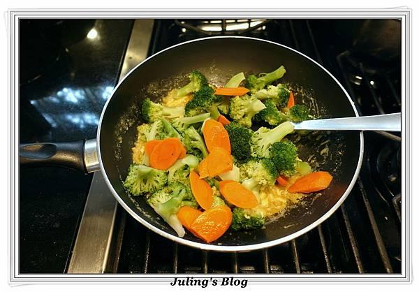 鹹蛋青花菜做法9.JPG