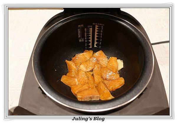 鮭魚菜飯做法4.JPG