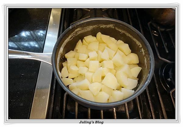 烤熱狗馬鈴薯做法3.JPG