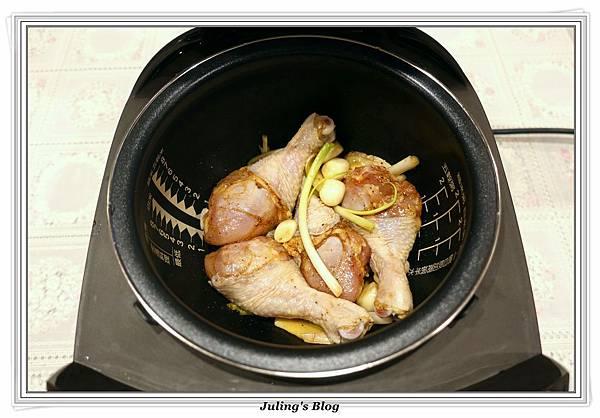 鹹香雞腿做法3.JPG