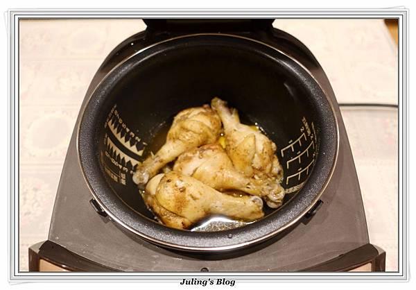 鹹香雞腿做法6.JPG