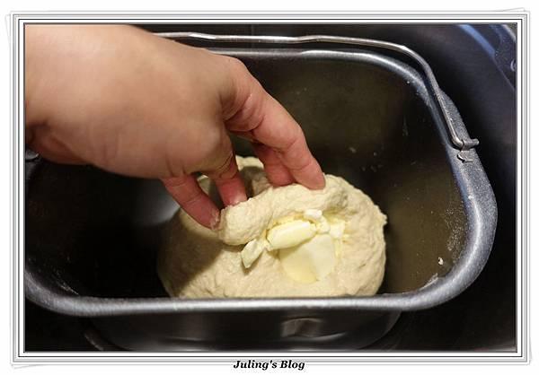 培根鮪魚麵包做法2.JPG