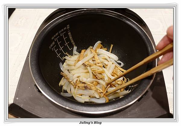 蒟蒻魷魚絲做法3.JPG
