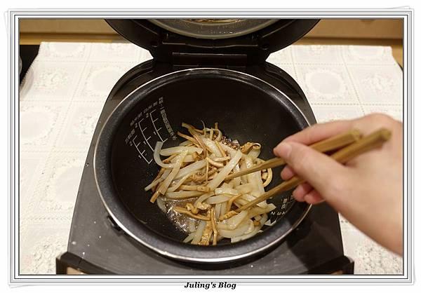 蒟蒻魷魚絲做法7.JPG