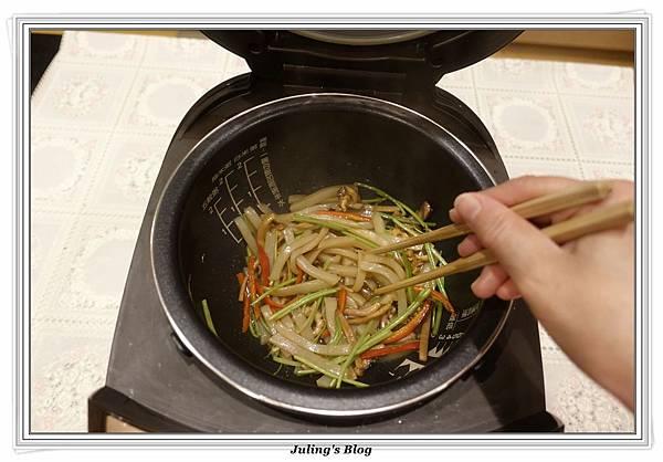蒟蒻魷魚絲做法9.JPG