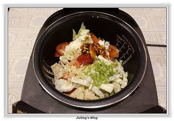 蕃茄豆包炒高麗菜做法2.JPG