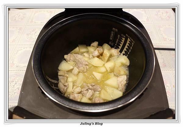 奶香洋芋高麗菜鍋做法7.JPG