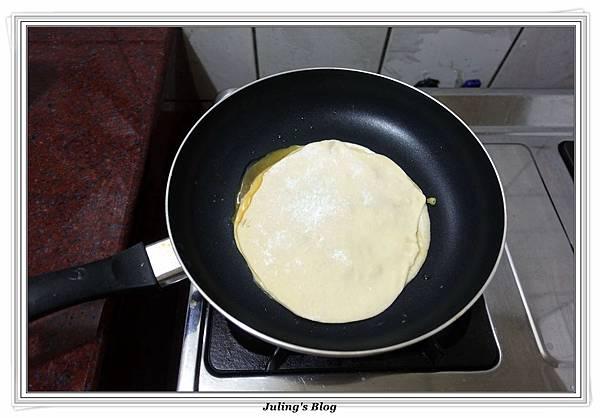 發麵薄餅(蔥蛋、芝麻)做法17.JPG