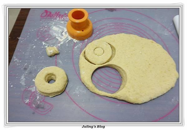小米甜甜圈做法13.JPG