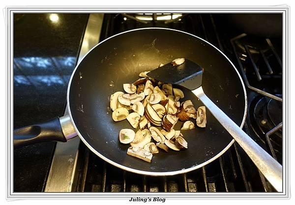 蘑菇菠菜蛋披薩做法9.JPG