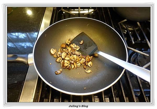 蘑菇菠菜蛋披薩做法10.JPG