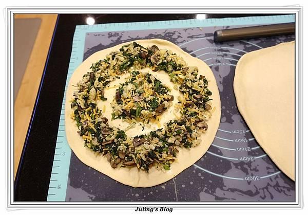 蘑菇菠菜蛋披薩做法16.JPG