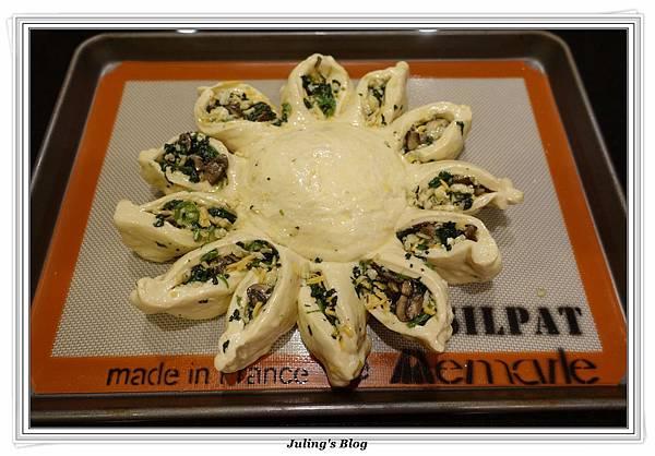 蘑菇菠菜蛋披薩做法23.JPG