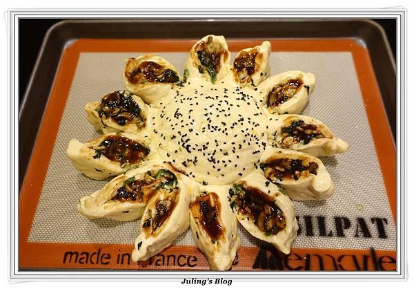 蘑菇菠菜蛋披薩做法24.JPG