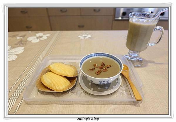 綠豆薏仁漿4.JPG