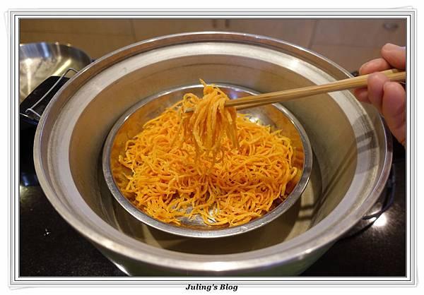 粉蒸紅蘿蔔絲做法14.JPG