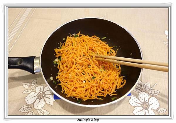 粉蒸紅蘿蔔絲做法19.JPG