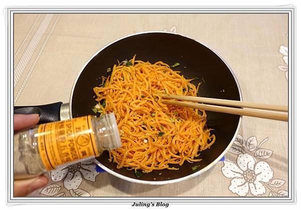 粉蒸紅蘿蔔絲做法20.JPG