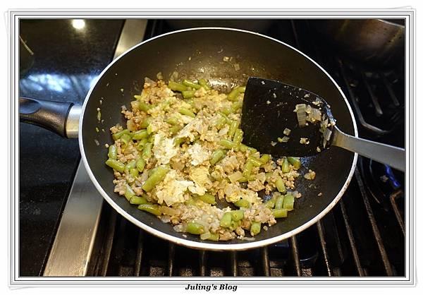 脆炒肉末四季豆做法11.JPG