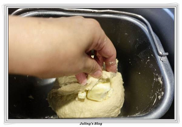 巧克力爆漿麵包做法2.JPG