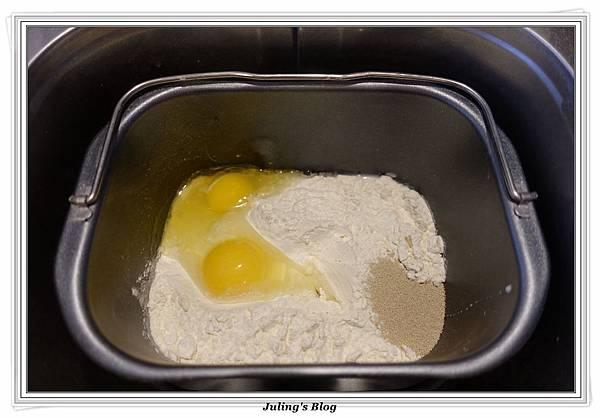巧克力爆漿麵包做法1.JPG