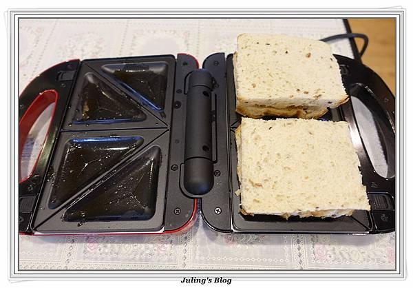 爆漿三明治&土司邊做高麗煎餅做法7.JPG