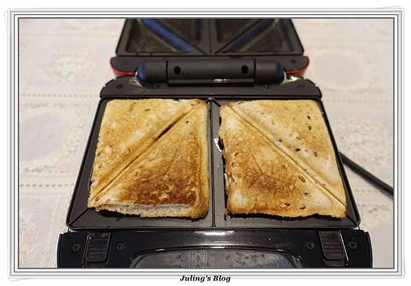 爆漿三明治&土司邊做高麗煎餅做法9.JPG