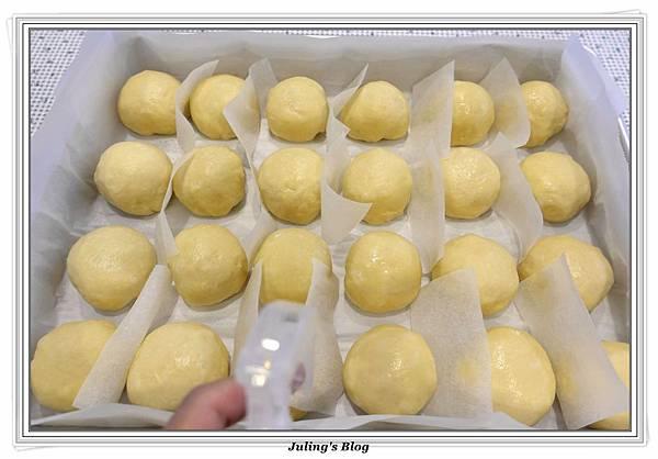 豆奶黃餐包做法19.JPG