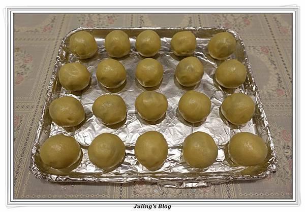 菠蘿蛋黃酥做法13.JPG