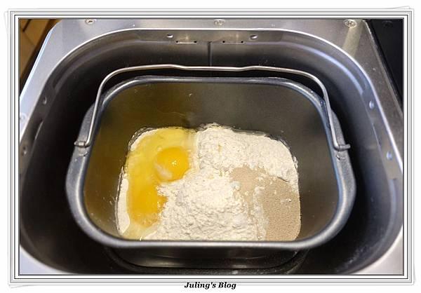 香甜煉乳麵包做法1.JPG