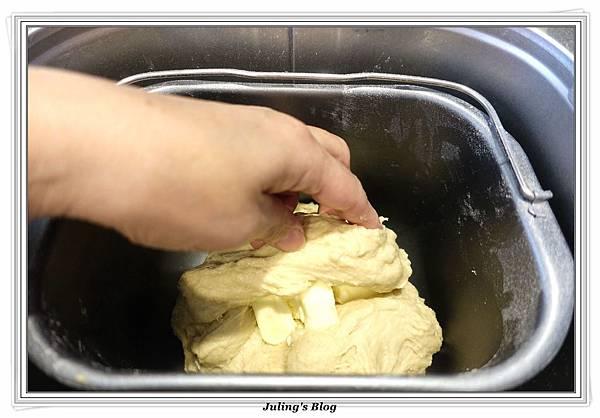 香甜煉乳麵包做法2.JPG