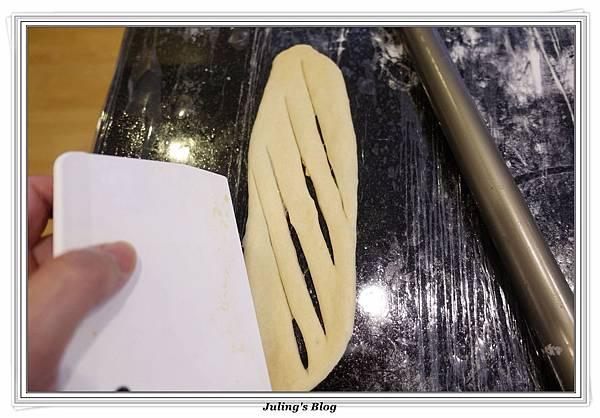 起司香蒜麵包捲做法20.JPG