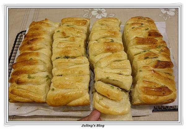 蒜香手撕麵包2.JPG