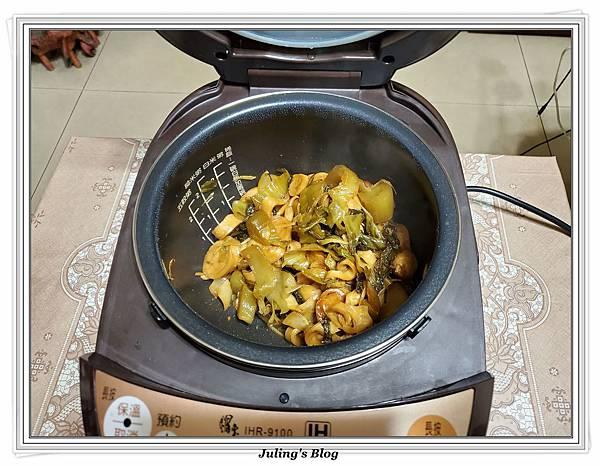 酸菜炒麵腸做法8.jpg