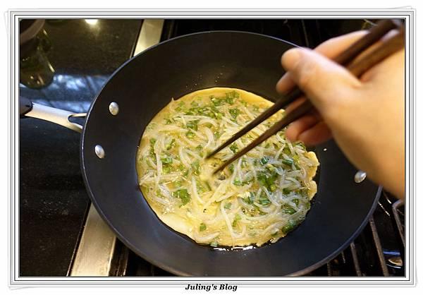 韭菜豆芽蛋捲做法7.JPG
