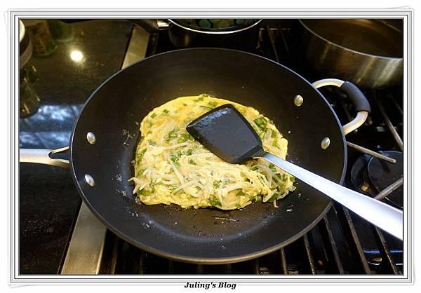 韭菜豆芽蛋捲做法8.JPG