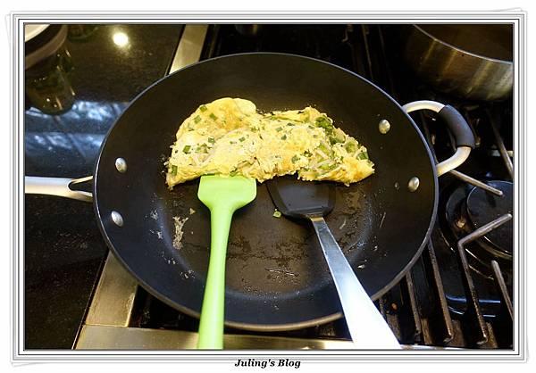 韭菜豆芽蛋捲做法9.JPG