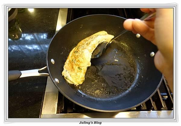 韭菜豆芽蛋捲做法11.JPG