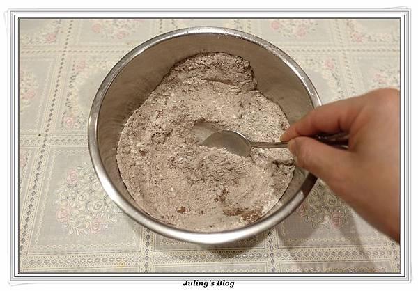 鮮奶油巧克力磅蛋糕做法4.JPG