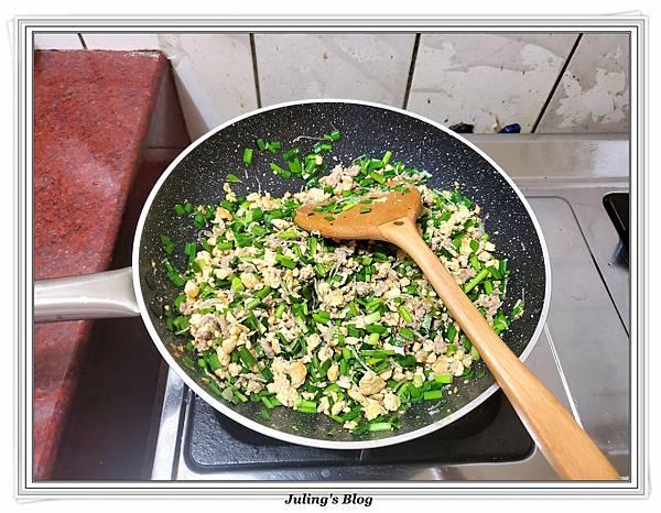 用水餃皮做韭菜盒子做法9.jpg