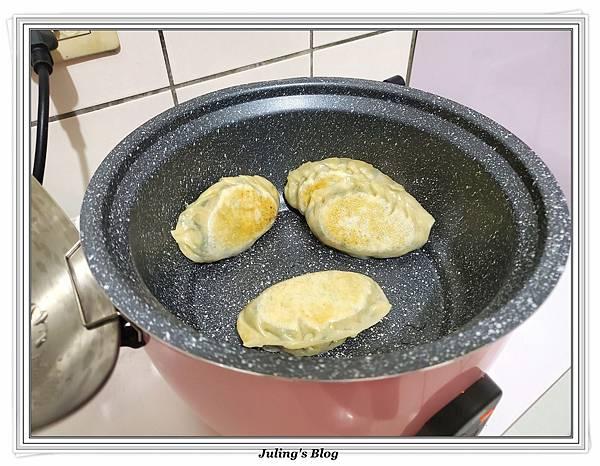 用水餃皮做韭菜盒子做法25.jpg