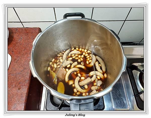 滷花生豬腳%26;臘味栗子五穀米飯做法9.jpg