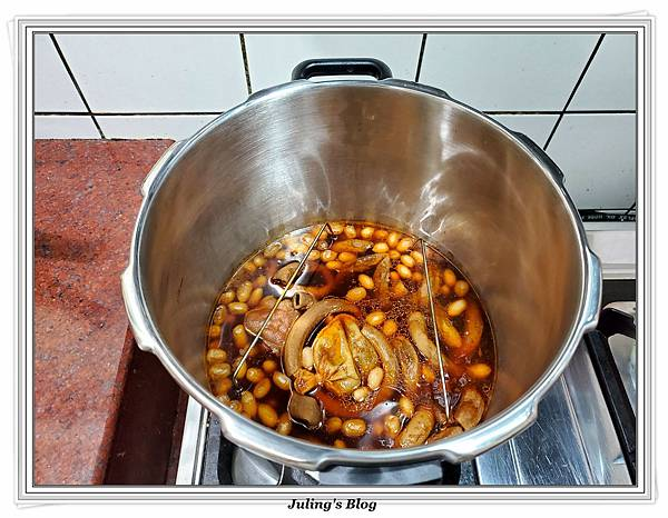 滷花生豬腳%26;臘味栗子五穀米飯做法17.jpg